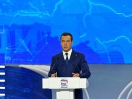 Медведев поблагодарил за работу председателя Брянской облдумы Попкова