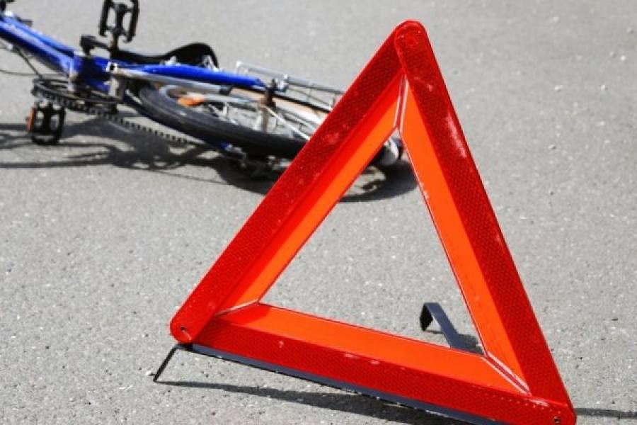 Под колеса легковушки в Брянске угодил пенсионер-велосипедист