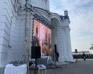 В Брянске литургию с участием патриарха транслируют на большом экране