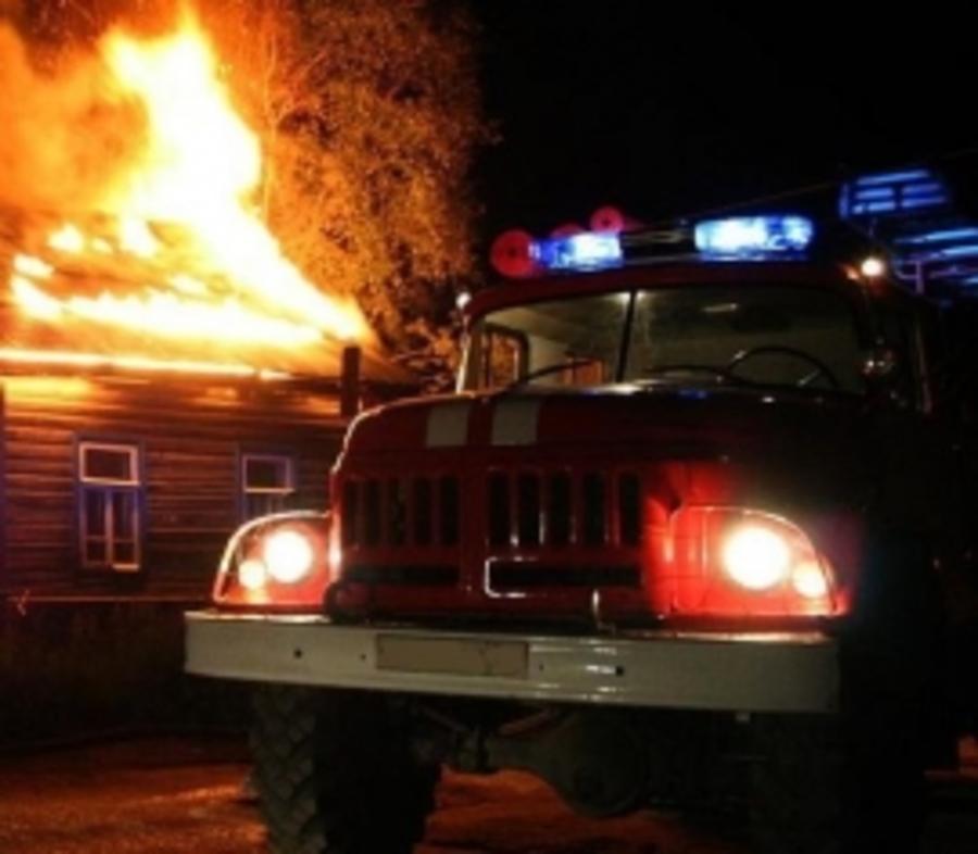 В Брянске на Володарке сгорел частный дом