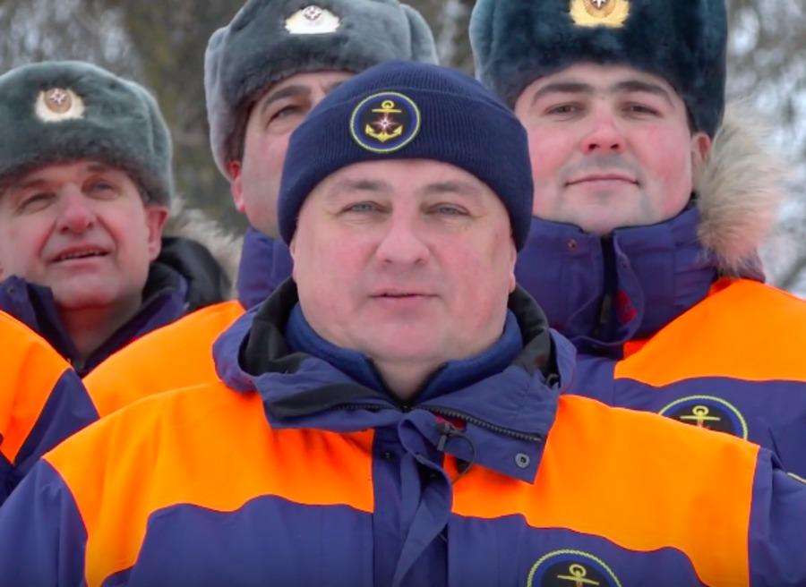 Брянские спасатели записали на видео необычное поздравление с 8 марта
