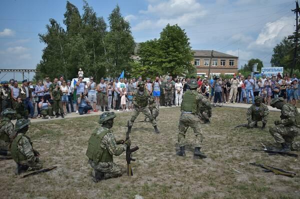 В Сураже торжественно открыли сквер воинов – десантников