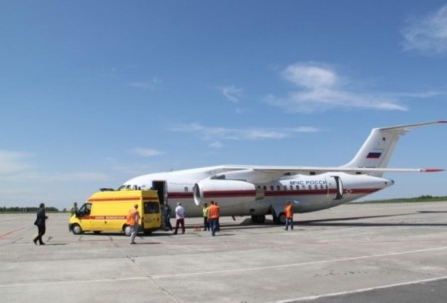 Самолет МЧС доставил брянскую девочку на лечение в Петербург