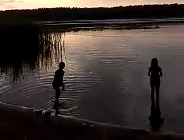 Брянского спасателя на озере возмутили 9-летние девочки без родителей