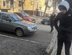 В Брянске столкнулись две легковушки возле ТЮЗа