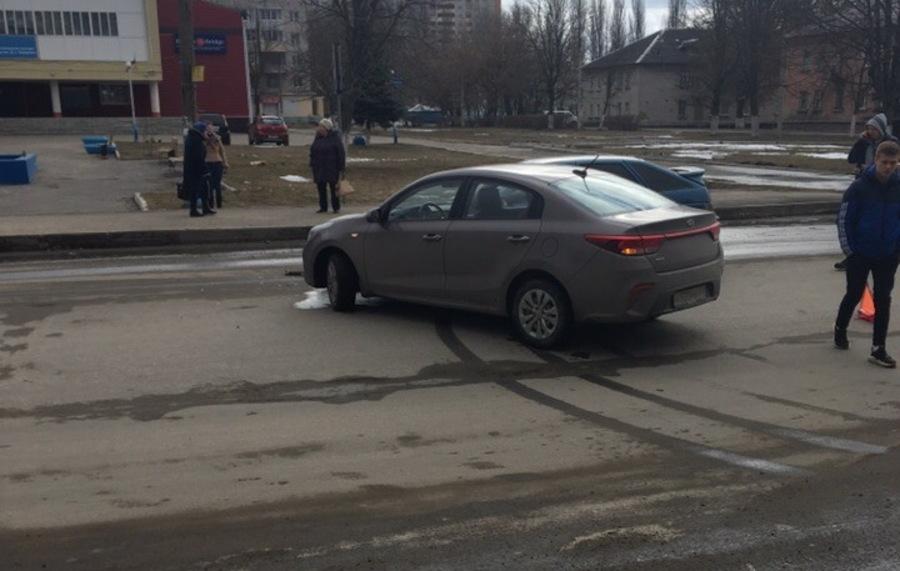 В Брянске на улице Профсоюзов столкнулись две легковушки
