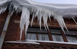 Жирятинских чиновников накажут за сосульки на крышах больницы и ДК