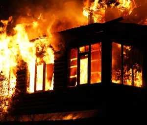 Под Навлей сгорел жилой дом