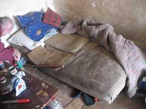 В брянском селе семья инвалидов живет в нечеловеческих условиях