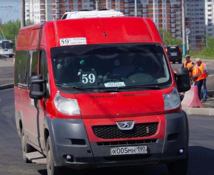 В Брянске пьяный пассажир сломал нос водителю маршрутки