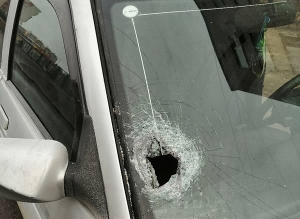 В Брянске на Северном ночью разбили стекло в припаркованной легковушке