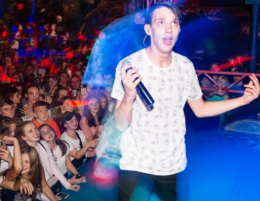 Брянские школьницы устроили безумие на концерте Тимы Белорусских