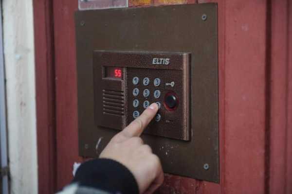 В Брянске жильцы усомнились в законности платы за домофон на год вперёд