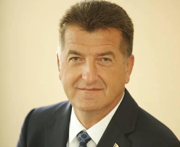 Экс-глава Брянска Хлиманков поздравил женщин с 8 марта