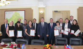 Губернатор Брянской области вручил награды Президента РФ