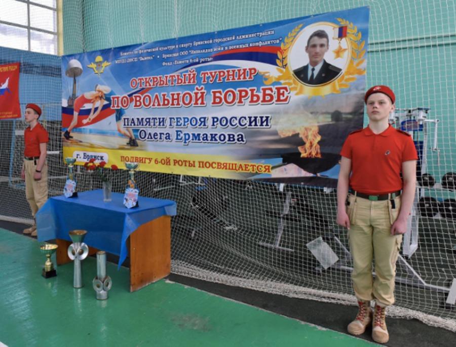 ВБрянске стартовал турнир повольной борьбе
