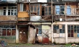 В Брянске почти 2 тысячи человек живут в аварийных домах