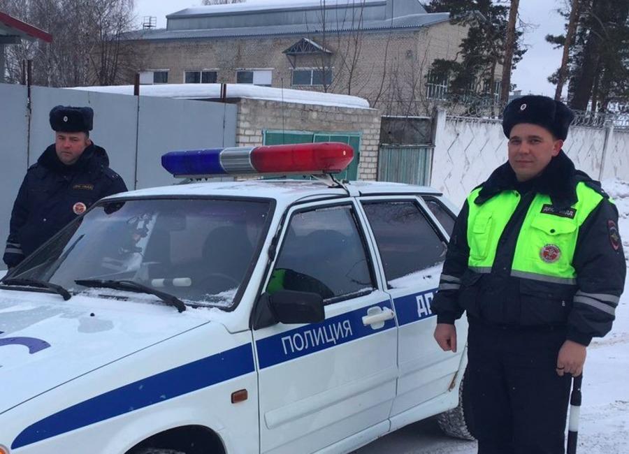 Брянские полицейские спасли застрявшую на трассе жительницу Подмосковья