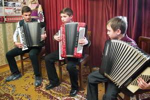 В Добруни детской школе искусств подарили новые инструменты