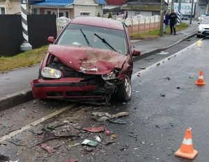 Под Брянском в ДТП с двумя легковушками водитель повредил селезёнку