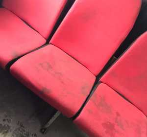 В Брянске пассажирку возмутили грязные сиденья в маршрутке №99